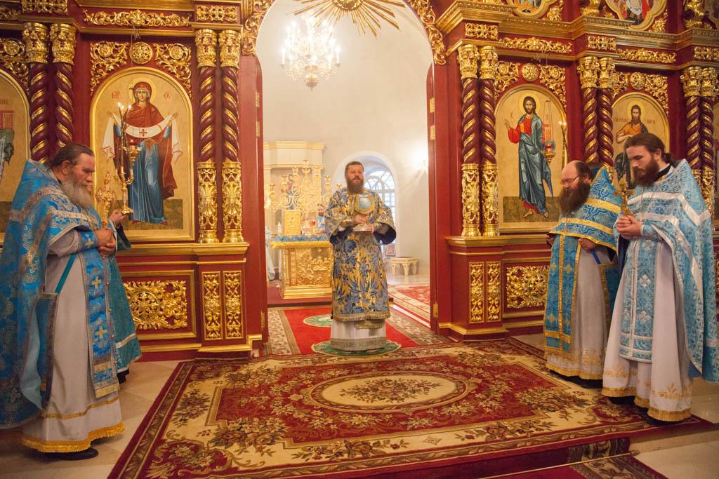 Евхаристия (Причастие) - центр духовной жизни христианина